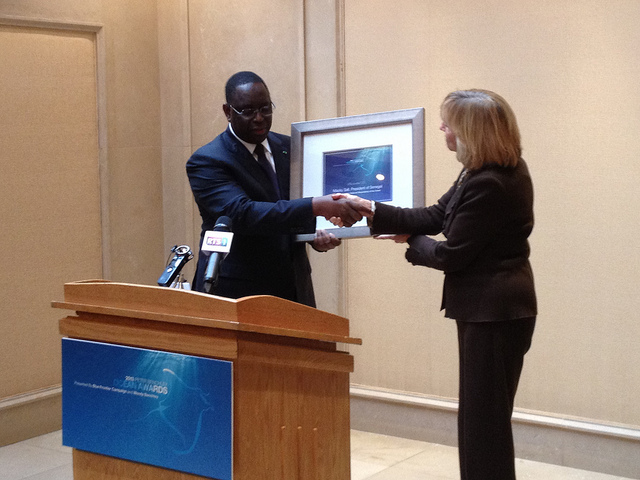 President Sall receiving his award for Excellence in National Stewardship during an earlier ceremony (© Blue Frontier)
