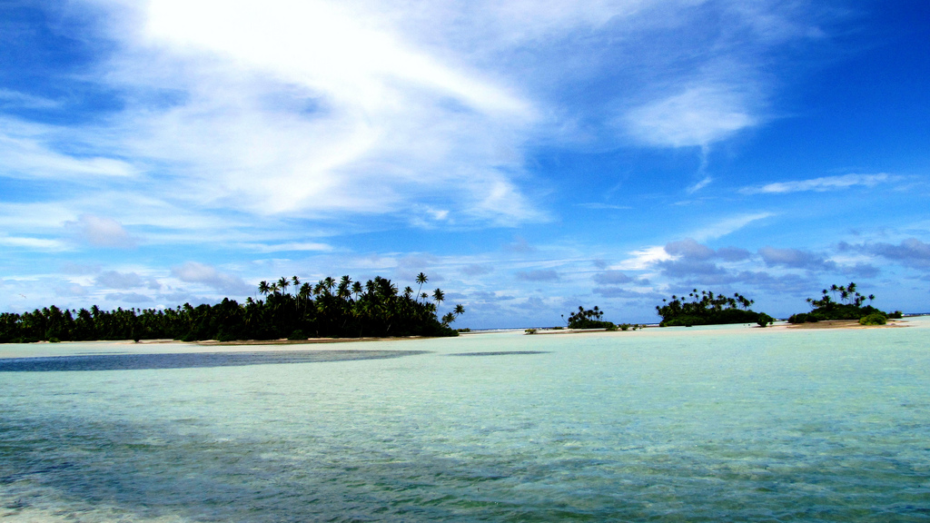 Low-lying islands of Kiribati © KevGuy4101