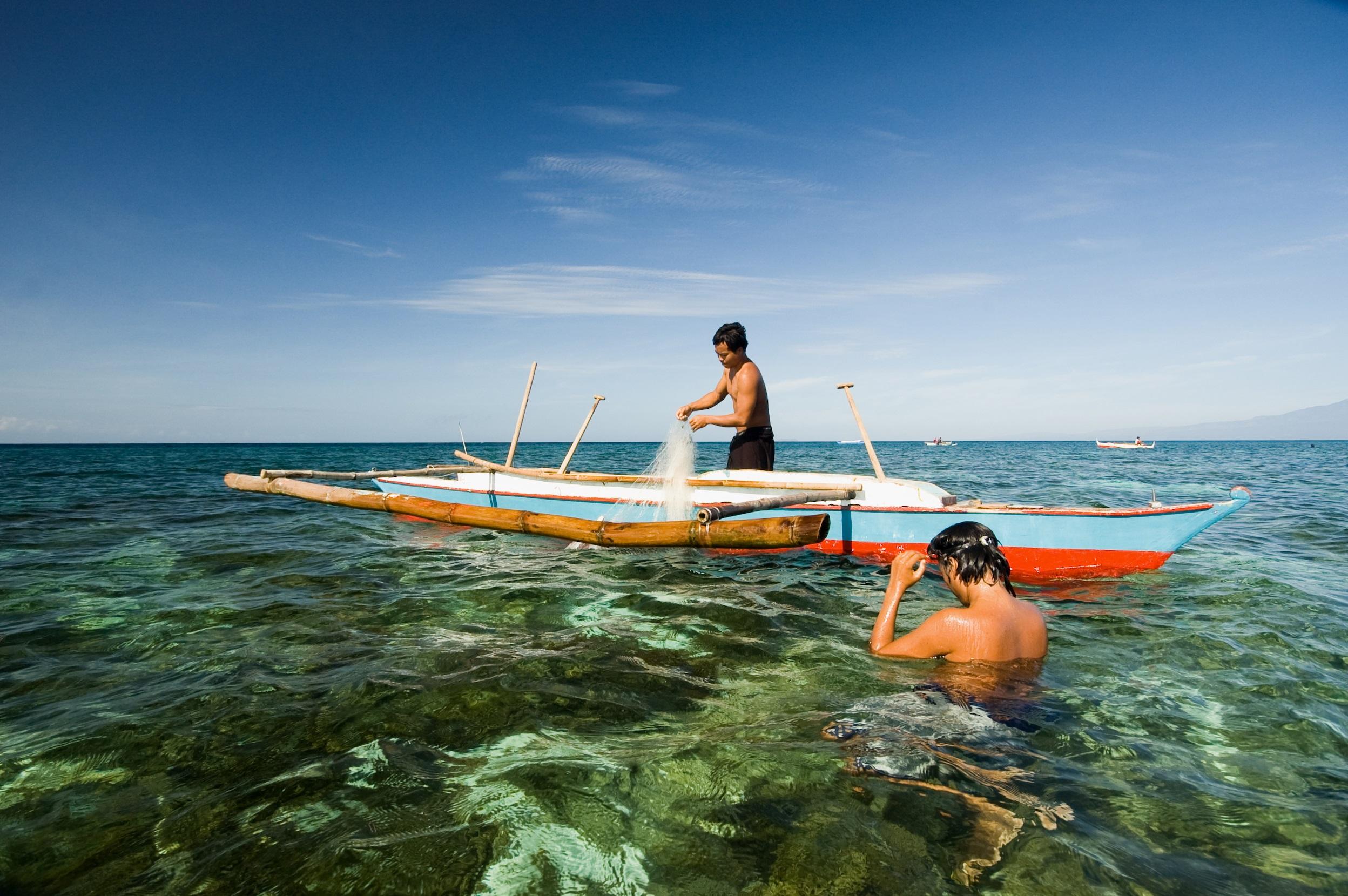 small-scale-reef-fishermen-philippines_rebecca weeks-grida (1)
