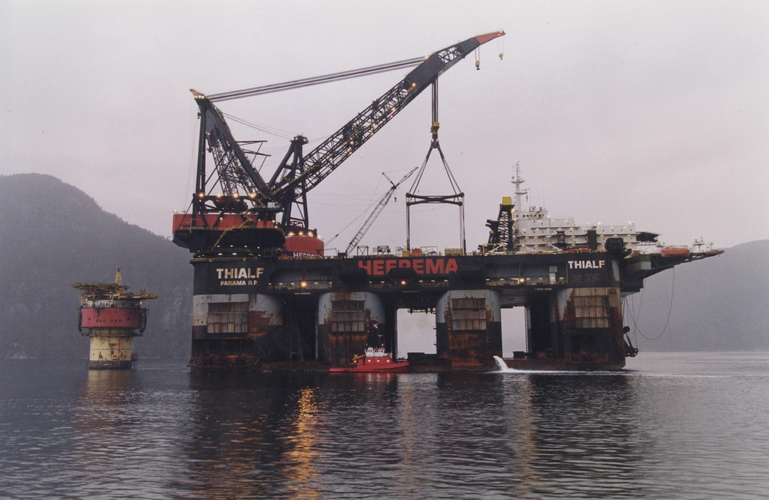 Greenpeace environmentalists remove gas from Gazprom's platform 24.08.2012 71